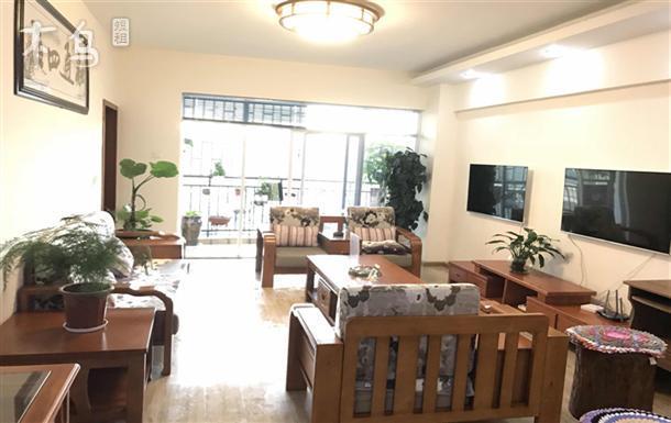中环金界地铁站大床房两室两厅