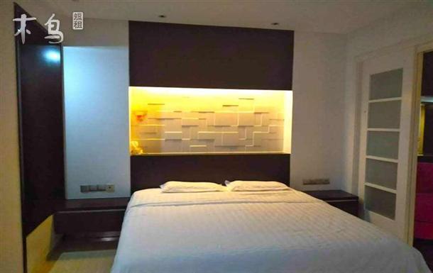 位于城市最中央和平区南京路核心地带豪华套房