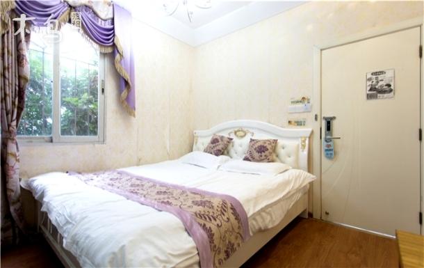 近珍珠湾海滩浴场 舒适大床房 免费wifi 简单干净 一居室