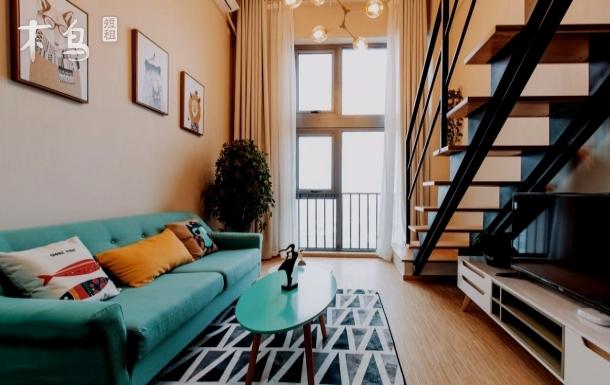 金地广场loft公寓 温馨双人大床房 楼下地铁口