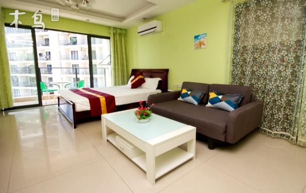 比邻著名的椰梦长廊,小角度海景大床房