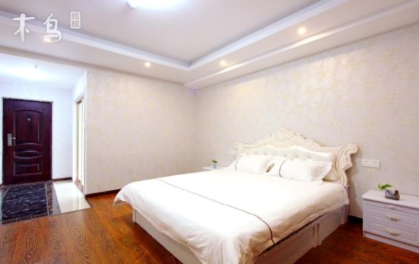 汽车站附近韩国风情街旁威海中心温馨时尚大床房拎包入住