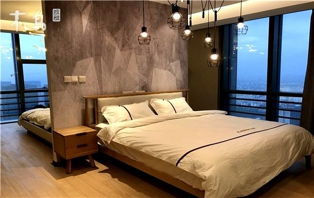 精装2床超大窗台视野大浴缸近火车站