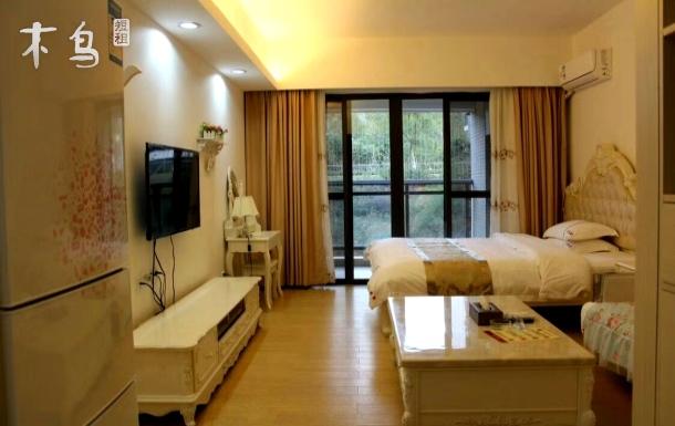 广东温泉宾馆,天湖风景区温馨大床房