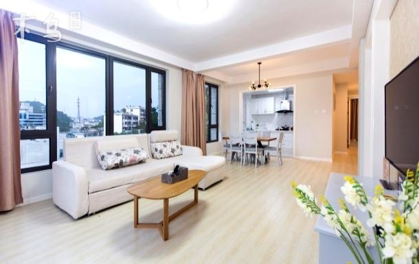 伯爵湖景公寓滨江公园对面单人床两居