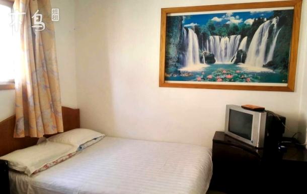 北戴河艾琳民宿,情侣大床房,近老虎石公园