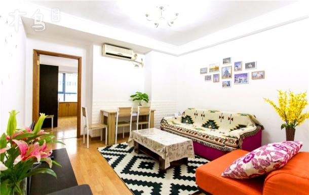 市中心一室一厅免费加床 附近2条地铁 2站南京路人民广场