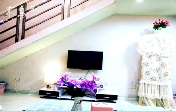 宽窄巷子loft复式 温馨套房 交通方便两居室