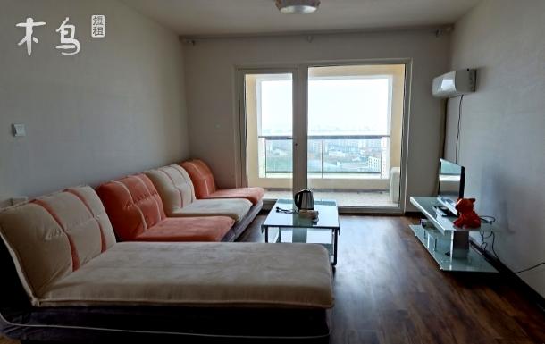 城市阳台附近舒适两居室