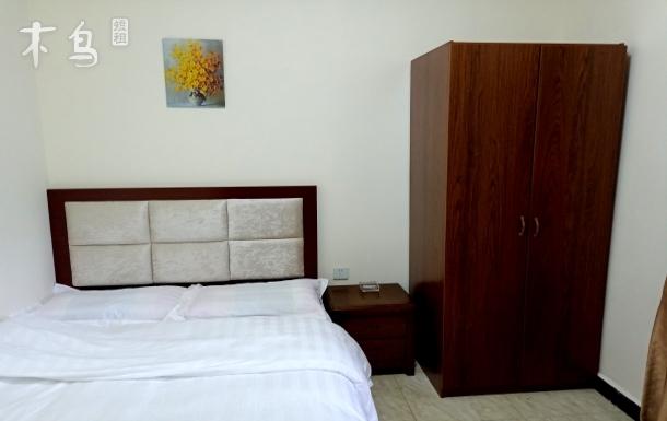 青城山前山景区脚下 干净舒适 大床带厨房