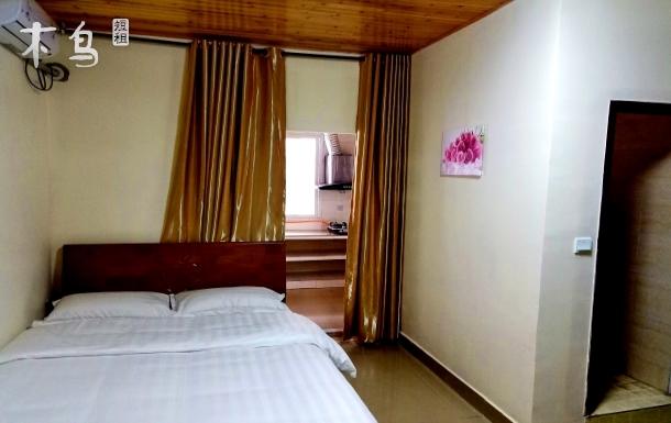 青城山前山景区脚下,干净舒适,大床房