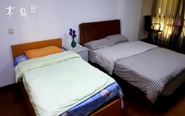 上海闵行麦多生活广场附近3室1厅新中式简装主卧干净整洁宽敞明亮落地窗大床房