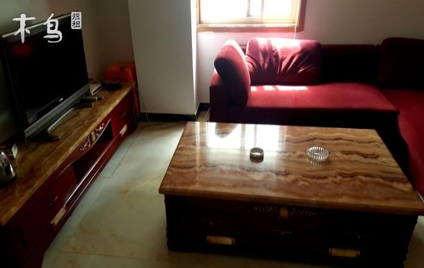 麦多广场附近金盛国际家居内新式简装次卧干净整洁宽敞明亮阳光大床房