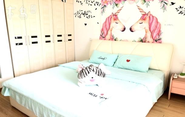 翡翠梦境 邻泰晤士小镇落地窗温馨舒适大床房近欢乐谷