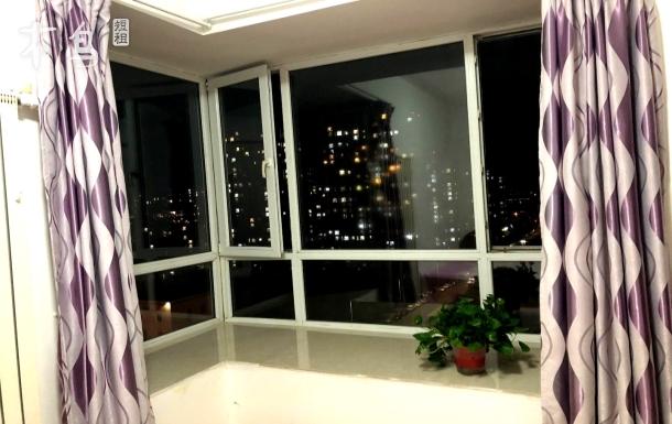 双D港都悦里 温馨两居室中的一间大房间对外出租