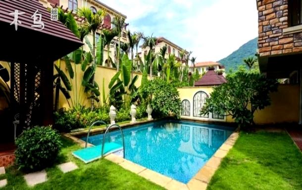 亚龙湾度假区的泳池欧式精装别墅
