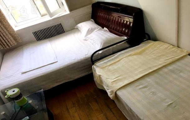 经济实惠舒适不贵两居室的次卧可住三人的单间