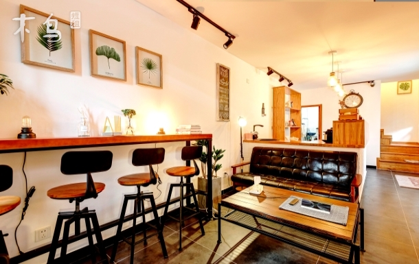 什刹海、后海胡同里咖啡厅风格的小白楼