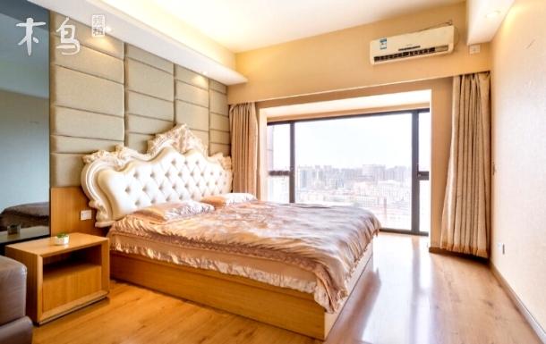 中街商圈欧式奢华大床房