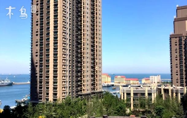 青岛海景房日租房距离火车站1公里看海飘窗