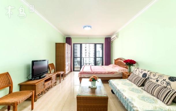 三亚湾 美丽新海岸 椰梦长廊对面 海景蜜月情侣大床房