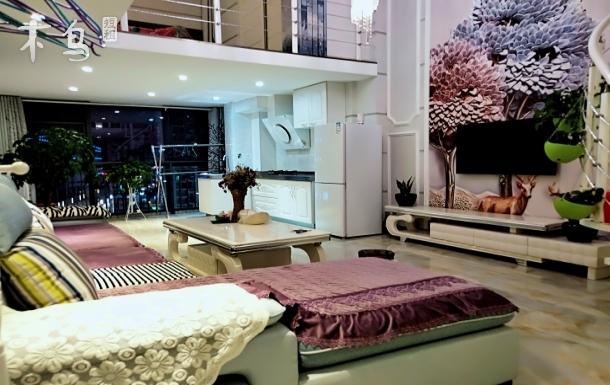 高新商学院附近 LOFT复式两居室  豪华装修 北欧风格 温馨、奢华上档次 网红