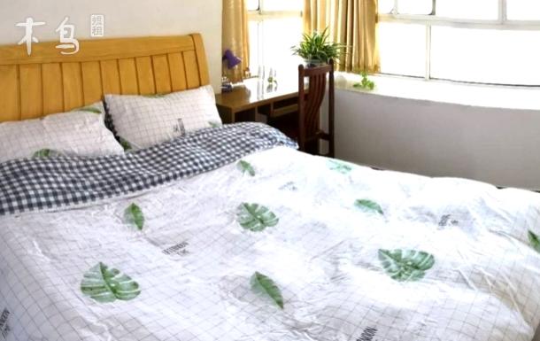 江北城区富春江边两居室乳胶大床房