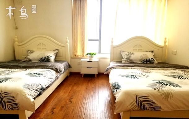 金地国际花园舒适整洁双床房