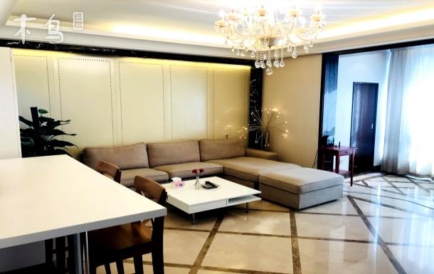三里屯大使馆工体国贸十号线地铁豪华三居室
