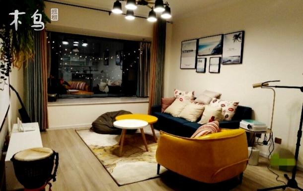 大学城/车站附近/落地窗景观公寓/私人影院两居
