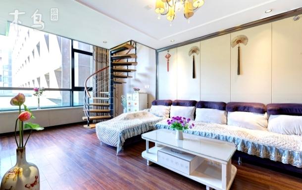前门天安门天坛临地铁复式公寓两室一厅高档