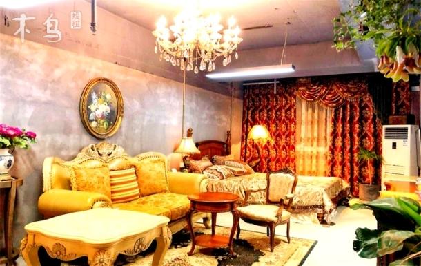 西湖银泰附近法式浪漫大床房