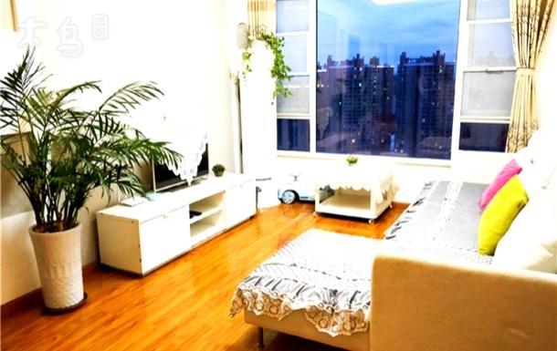 成都白色小清新温馨家庭房