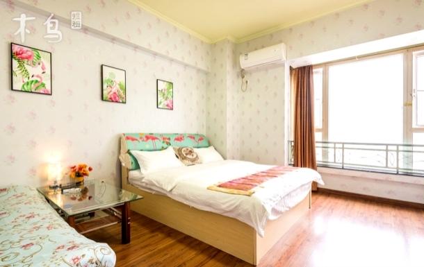 成都鑫益公寓豪华大床房