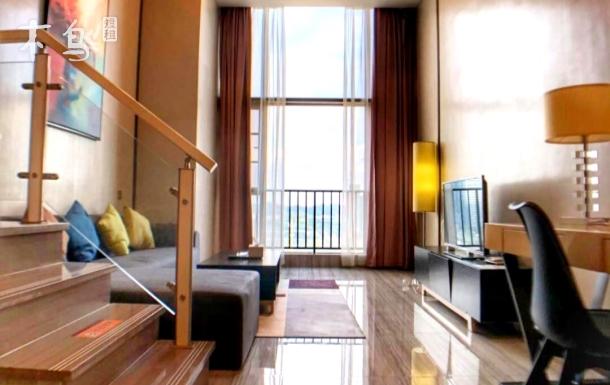 【广州南站长隆精品公寓】典雅复式观景豪华大床房