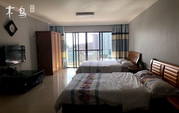 三亚湾海景特色度假公寓双床房