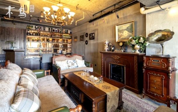 西湖边的黑胶酒吧式豪华套房两居室
