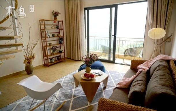 紧邻滨海大道跃层无敌海景亲子房,大床超大客厅带厨房