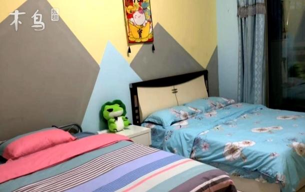 儿童医院温馨主卧室带阳台可住4人