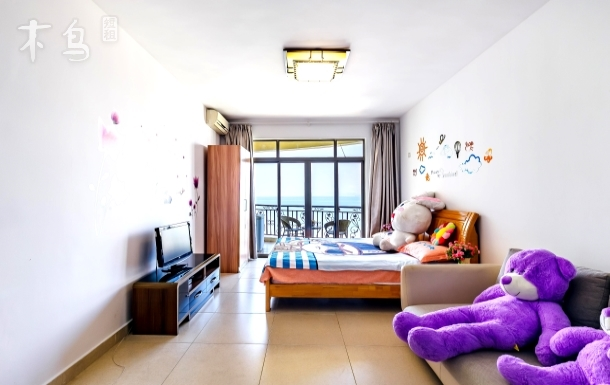 三亚湾距海月广场50米海景阳台大床房