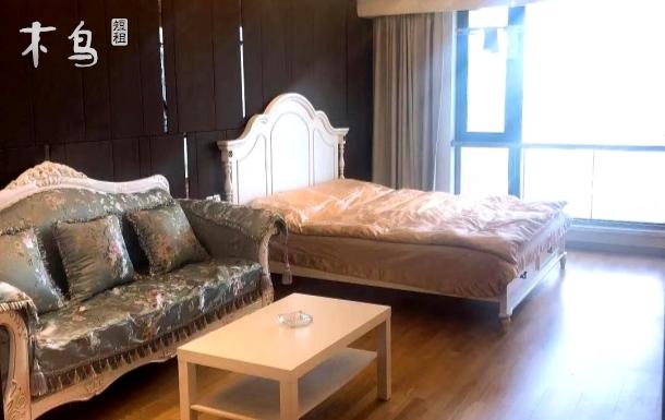 恒大领寓近地铁温馨大床房