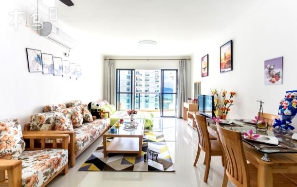 三亚湾海景全实木奢华装修大面积两室一厅
