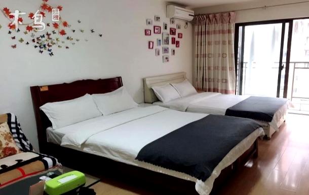 江北国际机场附近回兴轻轨站旁之双床房