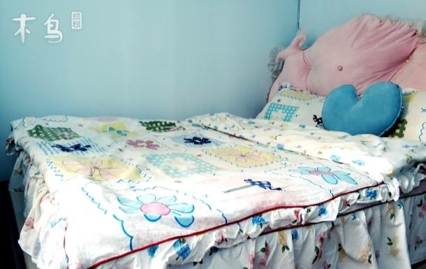 火车东站宇玲家浅蓝色单间大床房