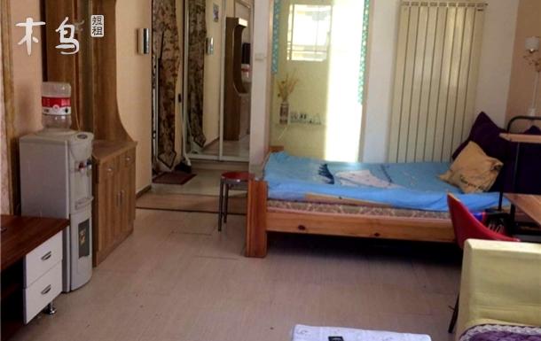 洪家楼银座附近精装一室一厅一卫大床房
