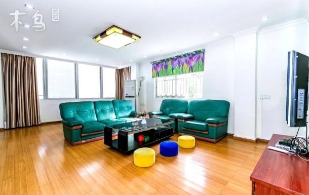 紧邻大鹏广场、文体中心悠闲舒适家庭别院两房