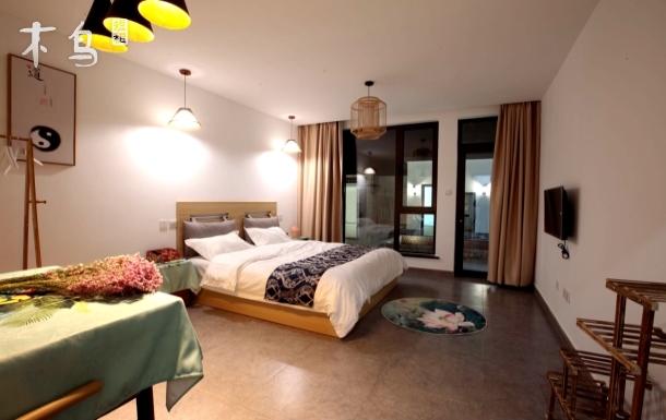 靠近龙庆峡风景区精致大床房