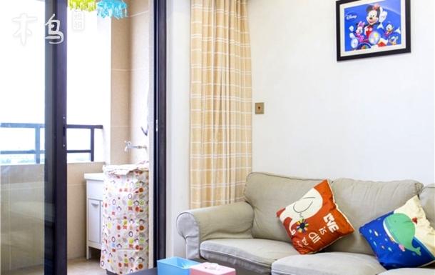 接送迪士尼10分钟到两室一厅地铁直达浦东机场两居室