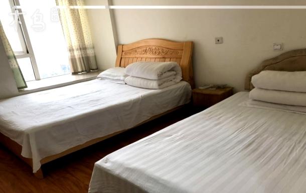 托普学院和富士康附近 主卧室双床可住3人