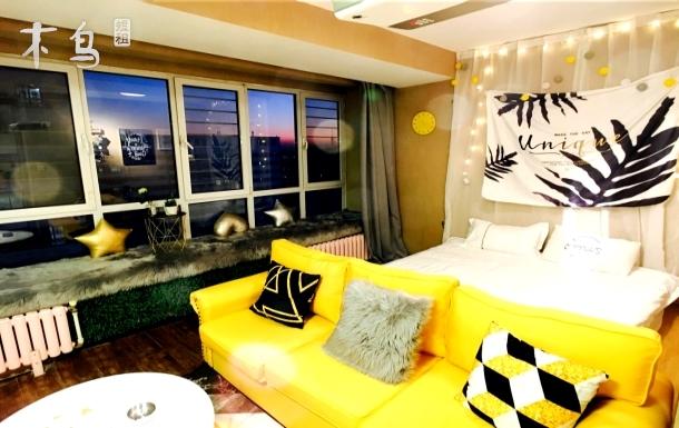 百乐窝CBD万达公寓北欧风情影院家庭房